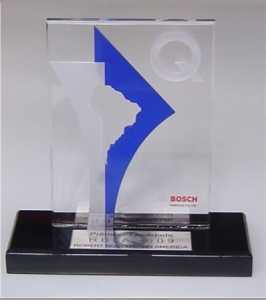 Troféu Acrílico Cristal e Cor com Apliques (Troféu Qualidade)